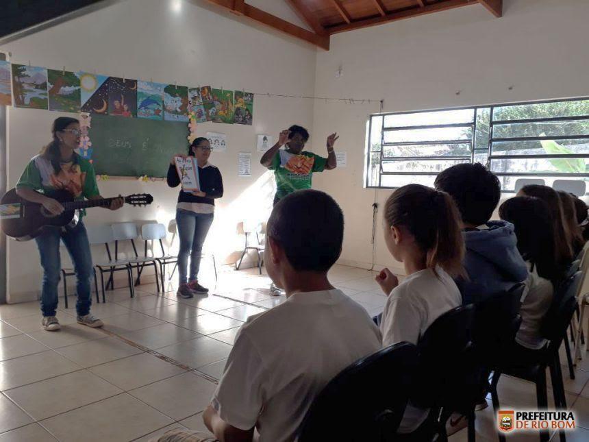 O 4º encontro do projeto propôs o desenvolvimento da interpretação de texto por meio de música e dinâmicas