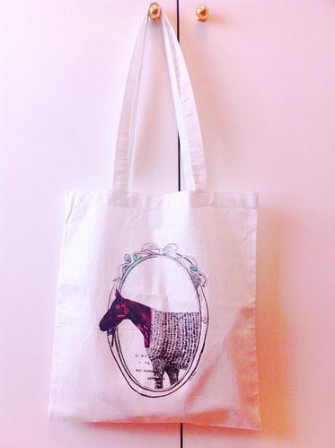 Si era un caballo o no... Tote bag! by willy ollero*