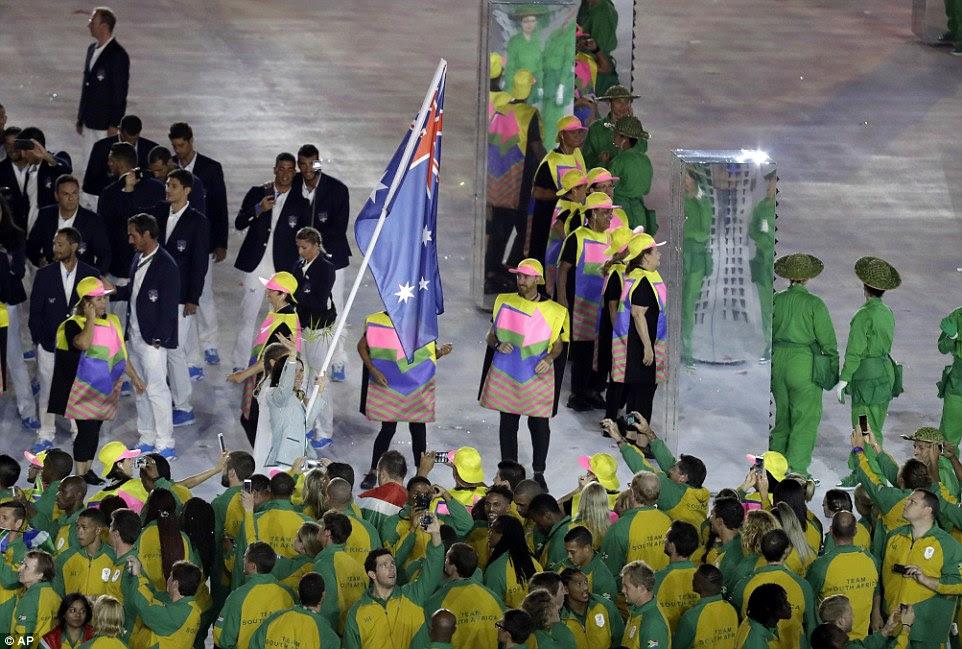 O australiano passou por artistas de diferentes países, como ela orgulhosamente acenou com a bandeira