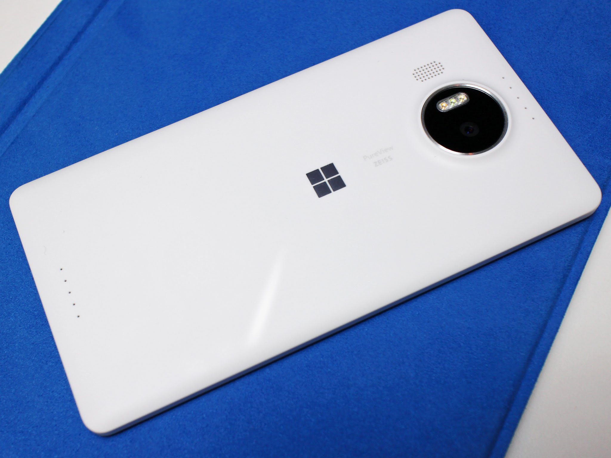 Non-Insider Lumia 950 and XL getting updated