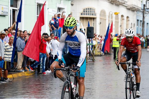 Leandro Marcos llega victorioso a la meta