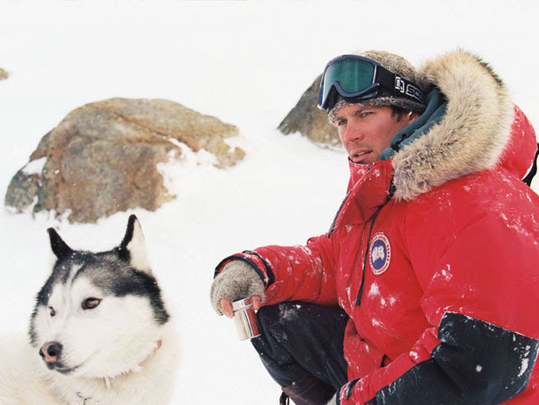 Resgate Abaixo de Zero - O guia Jerry Shepard (Paul Walker) está entre os resgatados pelos cães (Foto: Divulgação)