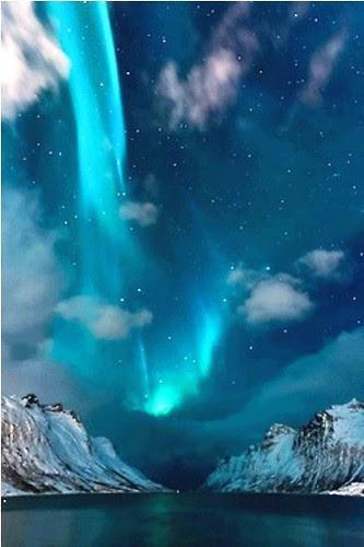 bluish northern lights