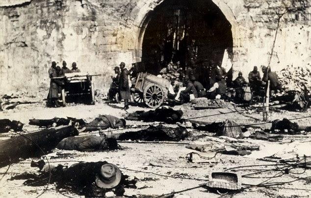 O estupro de Nanking: ninhada mortos chinês na rua depois que as forças japonesas invadiram a cidade em 1937
