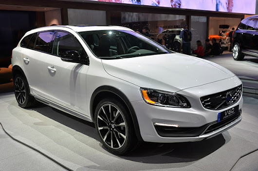 2015 Volvo V60 Cross Country rides in tall and rugged