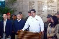 Nicolás Maduro, en cadena nacional de Radio y TV, acompañado de otros miembros del gobierno venezolano, anuncia el fallecimiento de Chávez