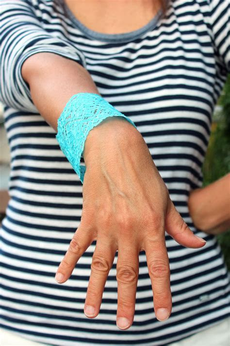 Tutorial: Dyed Lace Bracelet » Dollar Store Crafts