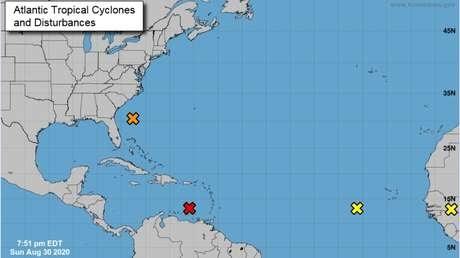 """El Centro Nacional de Huracanes de EE.UU. advierte de """"un cuarteto de sistemas"""" en el Atlántico, dos de ellos pueden provocar depresiones tropicales"""