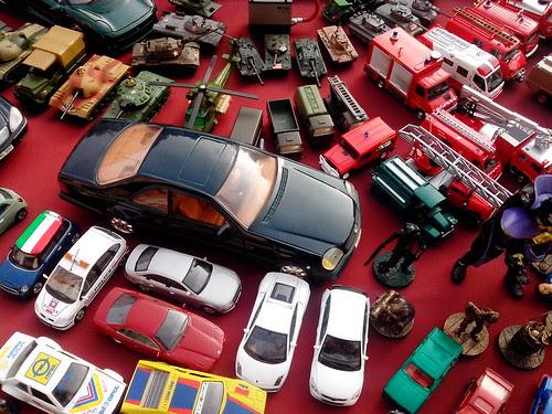 Parcheggio caotico e in ordine by Ylbert Durishti