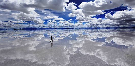 Cycle on the salt flats in Bolivia and enjoy the white surrounding - TD sportswear.