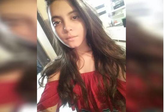 Adolescente é morta a facadas por vizinho presidiário que não retornou de saidão