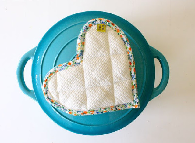 Homemade Gift Ideas: Heart-Shaped Pot Holders