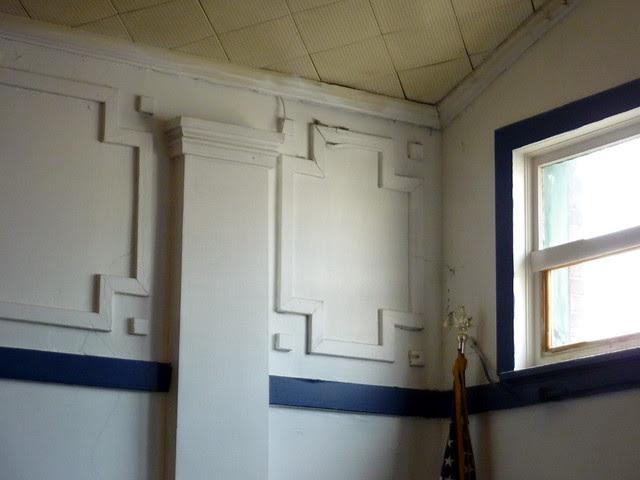 P1120018-2012-09-16-O4W-Tour-of-Homes-3-Prince-Hall-Masons-Lodge-3rd-floor-wall-decoration