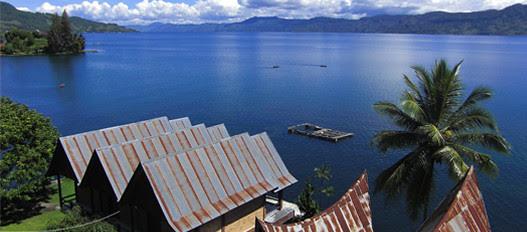 salah satu danau terbaik yang dimiliki indonesia, dengan sejarah danau yang panjang namun alami, pemandangan alamnya yang begitu eksotis membuat danau toba tak henti hentinya didatangi turis.....