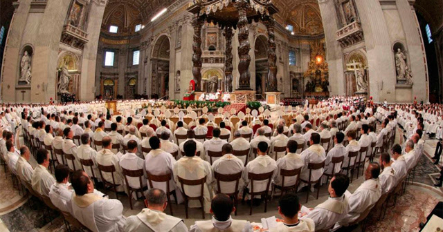 El Papa, durante la celebración de la misa Crismal. | Reuters