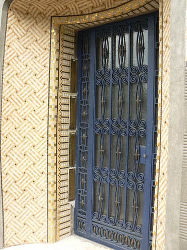 immeuble à la porte bleue.jpg