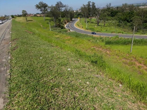 Um homem morre e duas mulheres ficam feridas em acidente em Caçapava (Foto: Lucas Rangel)