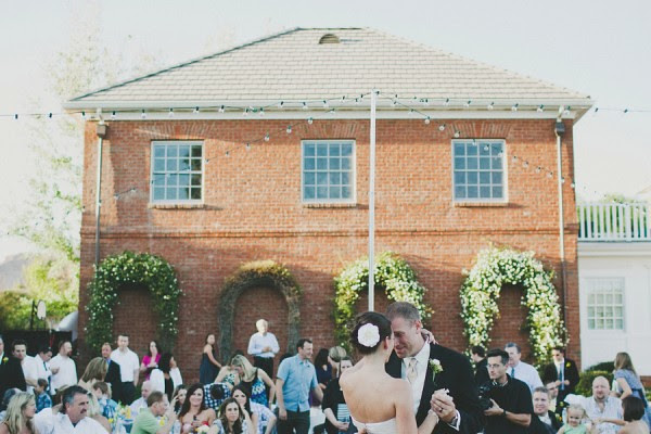 backyard-wedding-reception-600x400