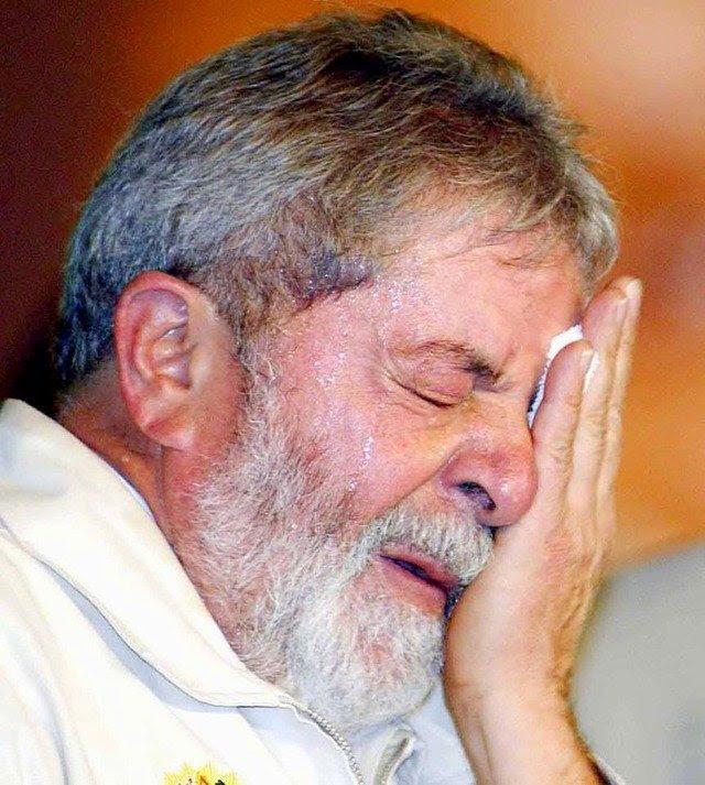 Resultado de imagem para A Polícia Federal indiciou o ex-presidente Luiz Inácio Lula da Silva e seu filho, Luís Cláudio, por supostos crimes de lavagem de dinheiro e tráfico de influência.