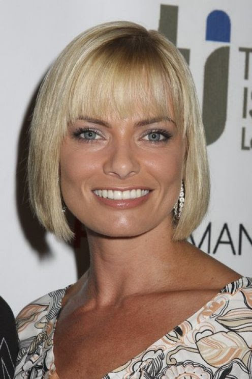 short haircuts for women with round faces and thick hair. Photo of Haircuts Round Face