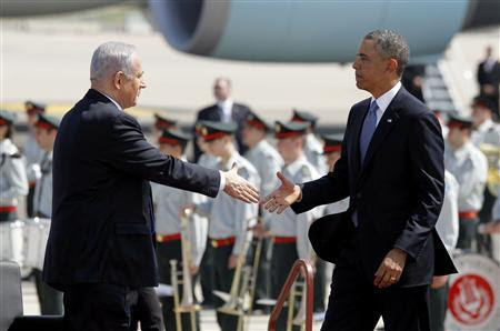 U.S. President Barack Obama (R) shakes hands with Israeli Prime Minster Benjamin Netanyahu at Ben Gurion International Airport Airport in Tel Aviv, March 20, 2013. REUTERS-Jason Reed