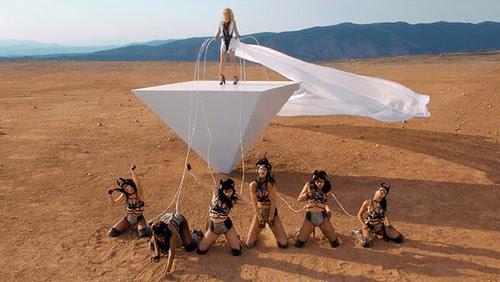 "Britney Spears ""Work B*tch"" et Iggy Azalea ""Change Your Life"", deux vidéos célébrant la programmation Kitten"