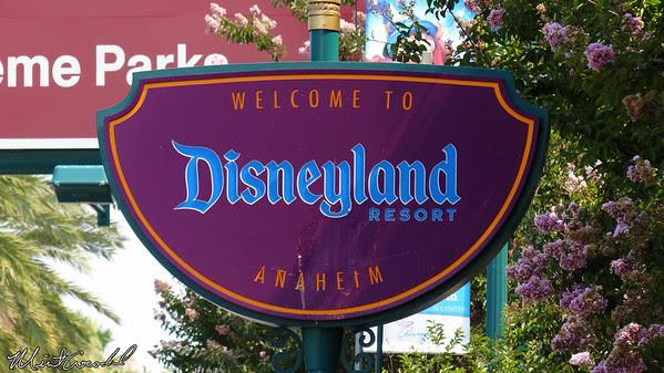 Disneyland Resort, Sign