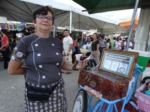 Dalva teve a ideia de montar uma bicicleta para vender brownie (Foto: Kamylla Lima/G1)