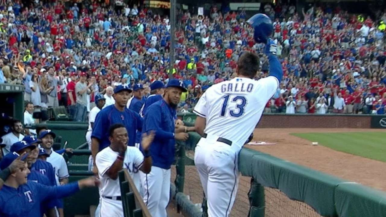 Rangers ganan en debut de ensueño de Joey Gallo