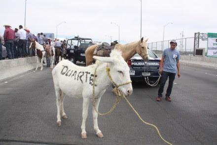 El bloqueo de los campesinos en el puente internacional Córdova-Américas. Foto: Especial