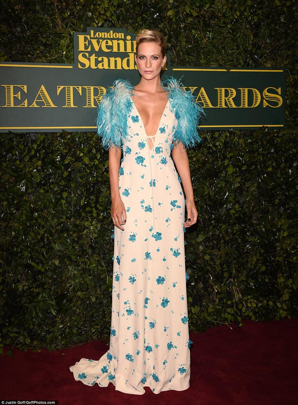 Difícil de perder: o vestido de noite de Poppy Delevingne assegurou que ela se destacou em uma noite dedicada ao alto glamour
