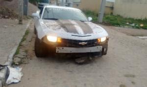 Um dos pneus do carro teria furado, diz polícia