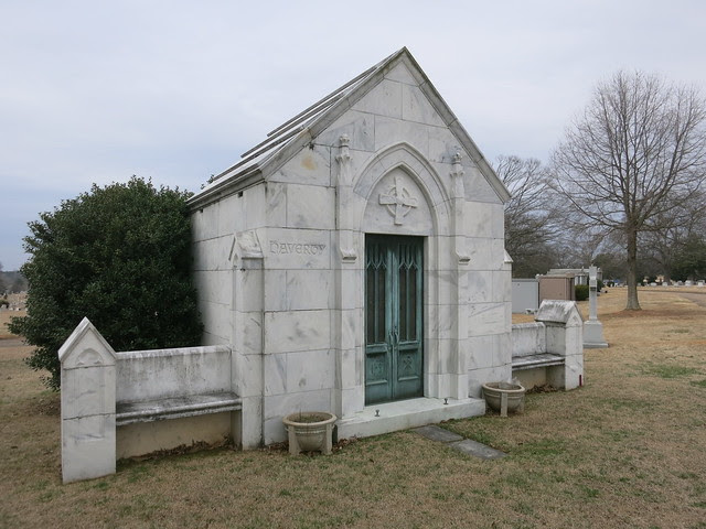 IMG_1391-2014-03-01-Westview-Cemetery-Haverty-Mausoleum-stool-and-figure-inside-Atlanta