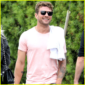 Ryan Phillippe Hangs with Friends at July 4th Weekend Party!