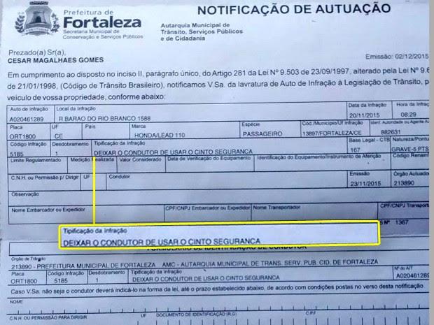 Notificação de motociclista que recebeu multa por 'conduzir sem cinto de segurança', no CE (Foto: Arquivo pessoal)