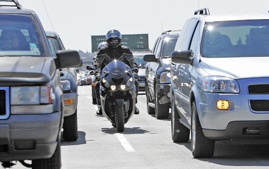 California could soon legalize motorcycle lane-splitting