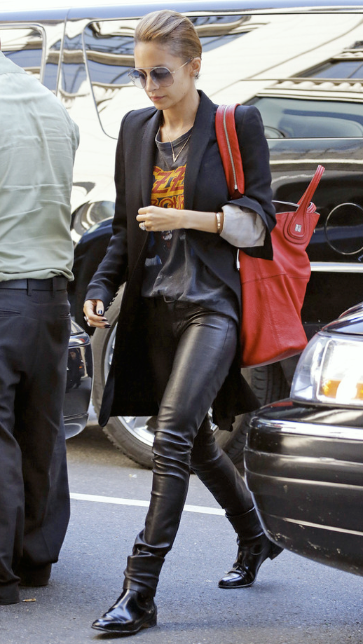 LE FASHION BLOG NICOLE RICHIE STYLE GET THE LOOK CELEBRITY STYLE OUT IN NEW YORK CITY OVERSIZED HOUSE OF HARLOW AVIATOR JANIS SUNGLASSES LONG BLAZER RICK OWENS JACKET OZZY VINTAGE CONCERT TEE TSHIRT HELMUT LANG LEATHER PANTS LANVIN FLAT PATENT ANKLE BOOTS RED GIVENCHY NIGHTINGALE SHOPPER BAG CARTIER LOVE BRACELET HAIR UP photo LEFASHIONBLOGNICOLERICHIESTYLEGETTHELOOKCELEBRITYSTYLEOUTINNEWYORKCITY2.png