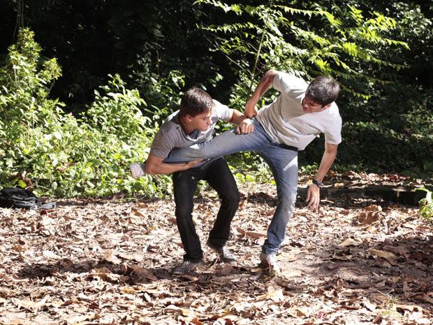 Pedro e Guilherme partem para a violência física