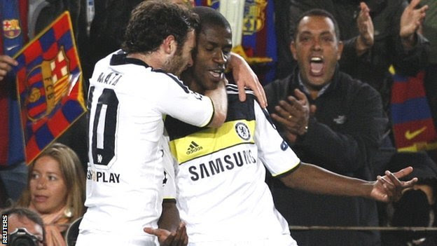 Ramires (right) is congratulated by Juan Mata