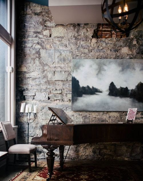 Home decor photos we love these different sized vintage for Different sized mirrors
