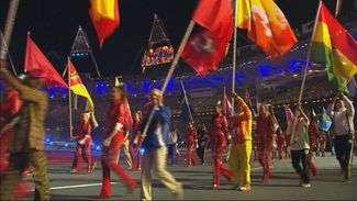 Parada dos atletas: Esquiva Falcão desfila em Londres