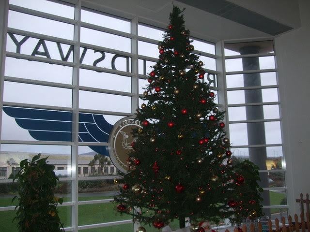 Christmas Tree Ronaldsway Airport Richard Hoare Cc By Sa