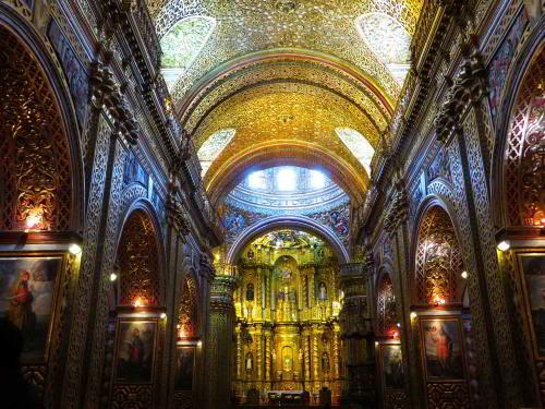 Lugares turísticos del Ecuador: la Iglesia de Compañía de Jesus en Quito el la más bella de toda América del Sur.