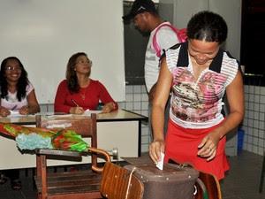 Comunidade participa da escolha de nome de escola (Foto: Lauro Vasconcelos)