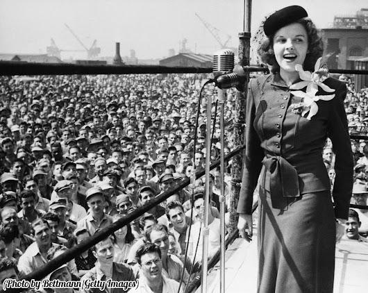 "History In Pictures on Twitter: ""Judy Garland sings in Philadelphia to raise money for the war effort, 1944. """