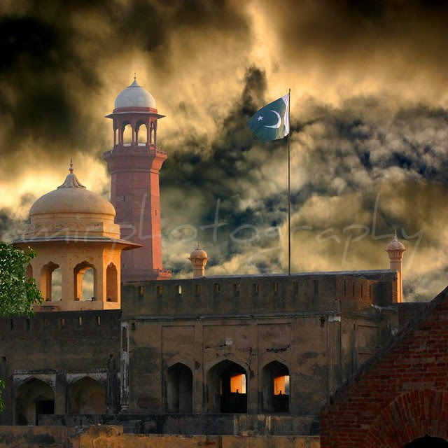 Lahore Fort With Pakistani Flag Historical Places Of My