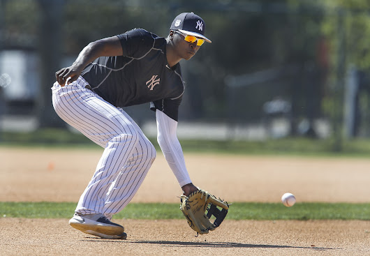 New York Yankees: Didi Gregorius Out a Month with a Strained Shoulder