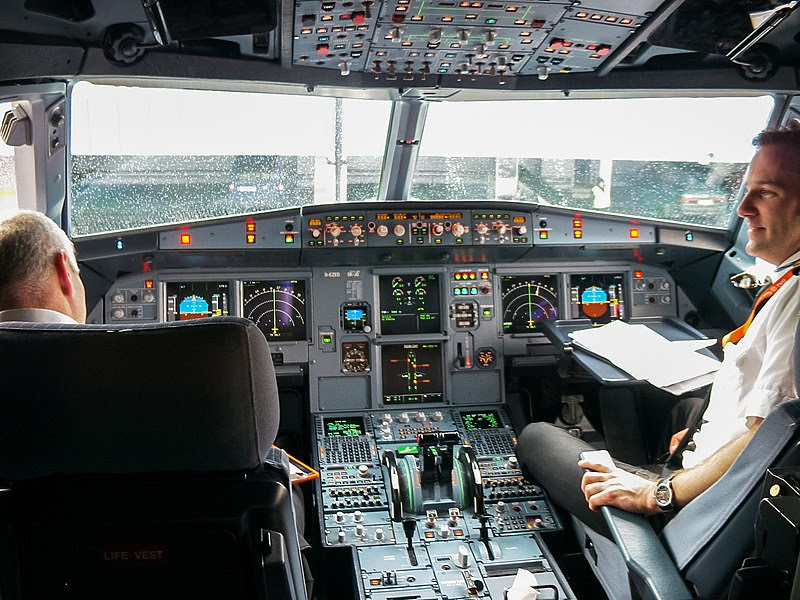 File:Airbus-319-cockpit.jpg