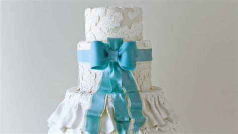 Best Dressed Wedding Cake   Wedding Cakes with Pictures