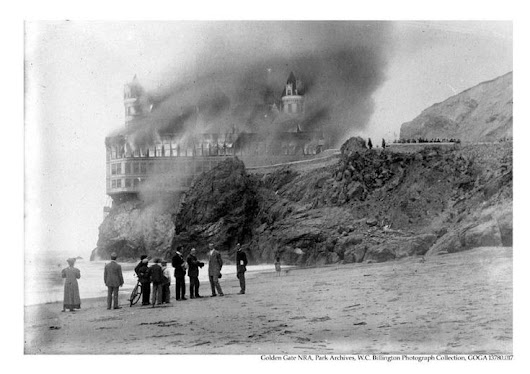 Vintage Photography : The second Cliff House on fire, seen here from Ocean Beach, September 7, 1907 - Vintage.tn | Leading Vintage Magazine, featuring best Vintage Inspiration, retro ideas and Rare Historical Photos
